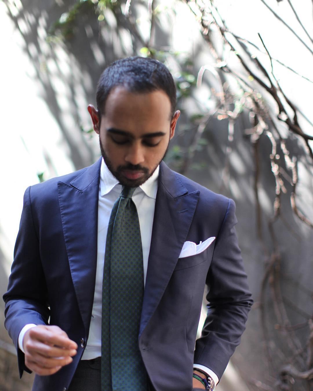 conception adroite regarder meilleur pas cher Faut-il utiliser la boucle de sa cravate ? • Menswear Corner